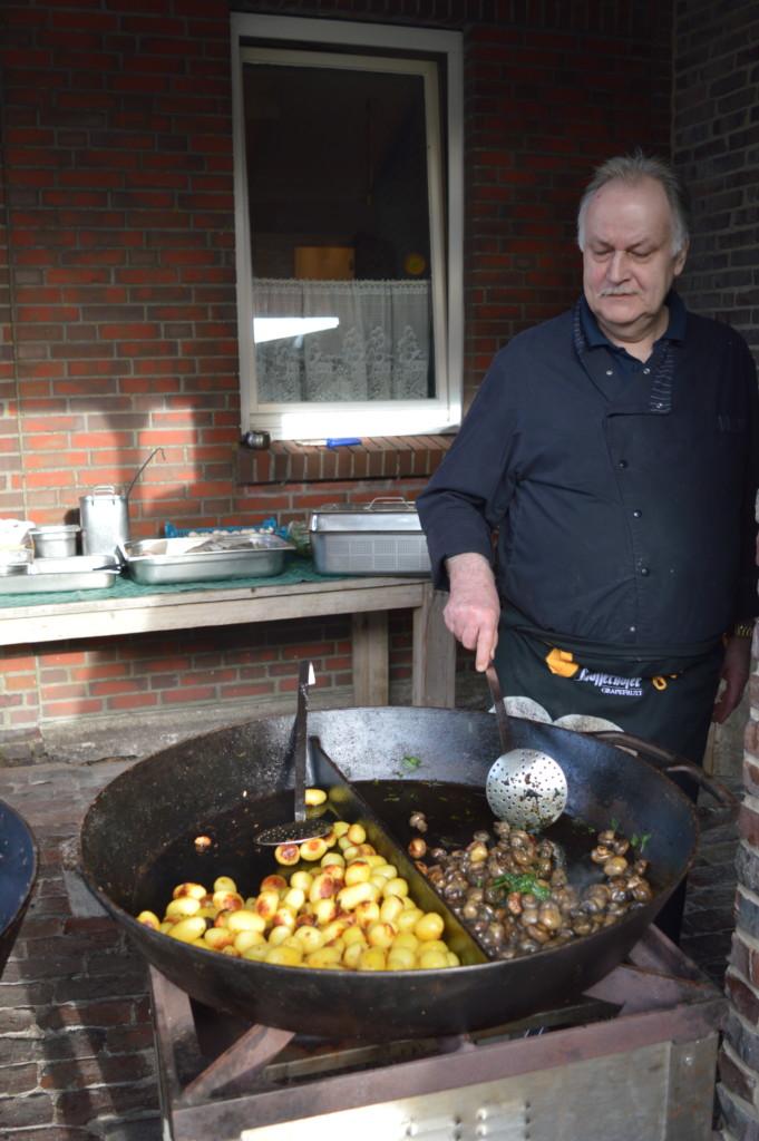Nordsee Niedersachsen Familotel Friesland-Stern Haflinger Friesen Wangerland Horum Familienurlaub Reiten Appartments Spielplatz Grillen Pfanne Champignons Kartoffeln