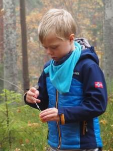krankes Kind frische Luft Wald spaziergang outdoor mit Kind