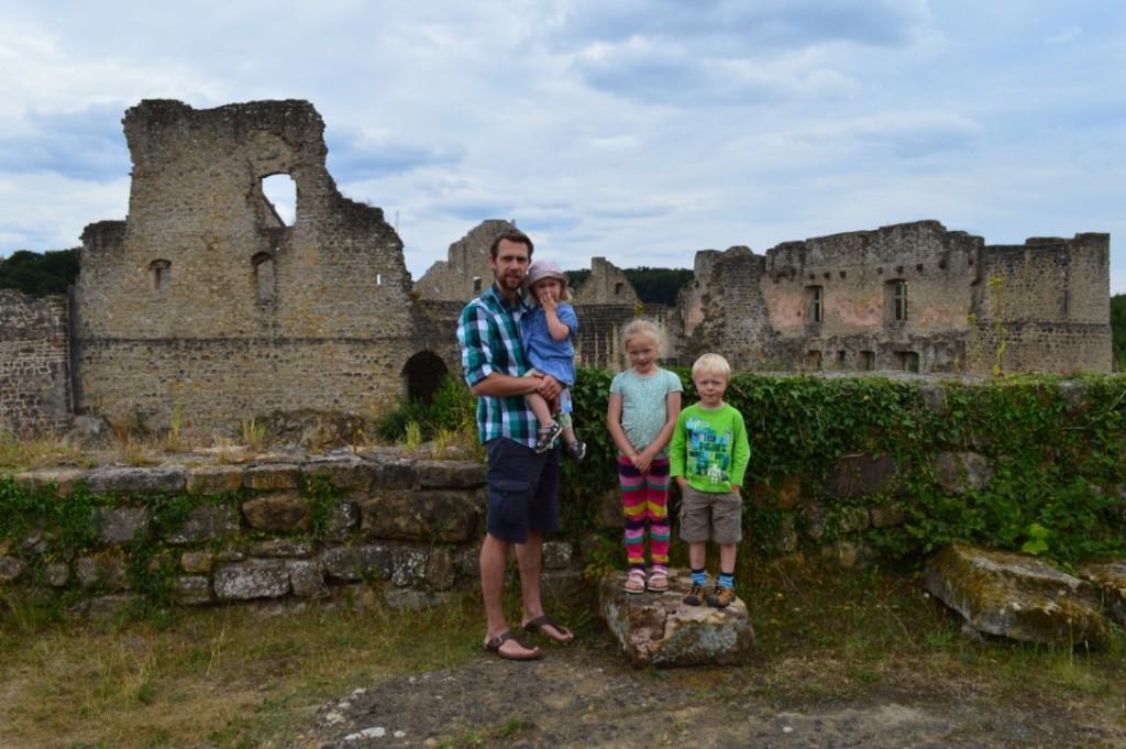 Burg Fels Luxemburg Familienurlaub